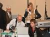 Анатолий Левин и Алексей Левашкин скидывают на комп презентацию, а Лена Шнайдер наблюдает за этим действом