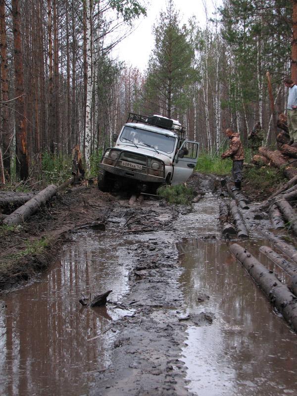 Джипинг по лесным дорогам Нижегородского Заволжья. Фото А. Левашкина