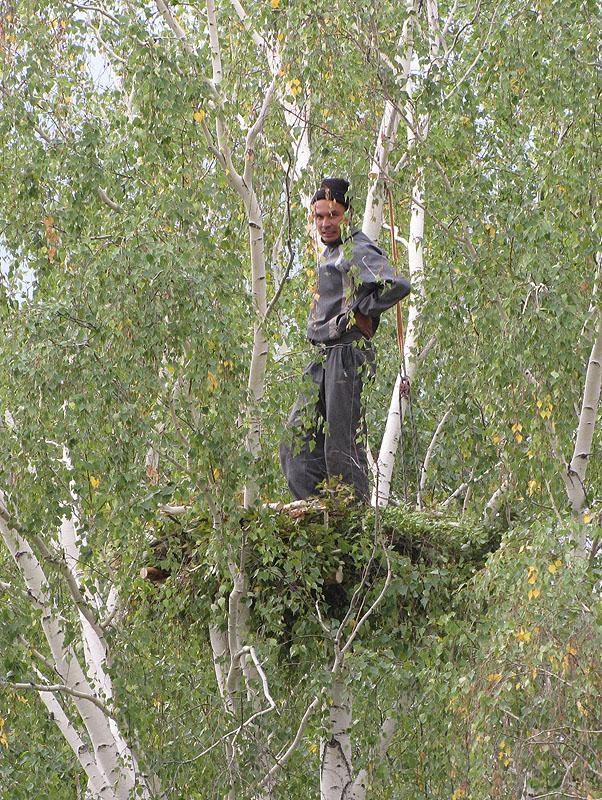Алексей Карпов на сделанной им платформе. Фото И. Карякина
